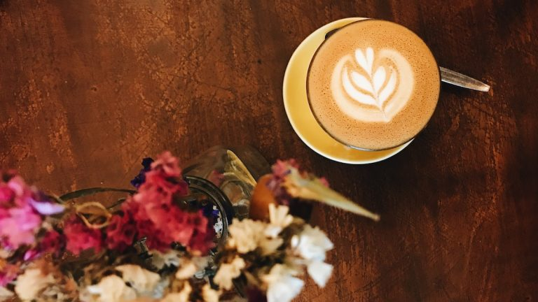 COFFEEHOLIC | Prague Coffee Guide